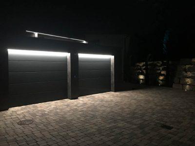Beleuchtung Garagentore bei Nacht