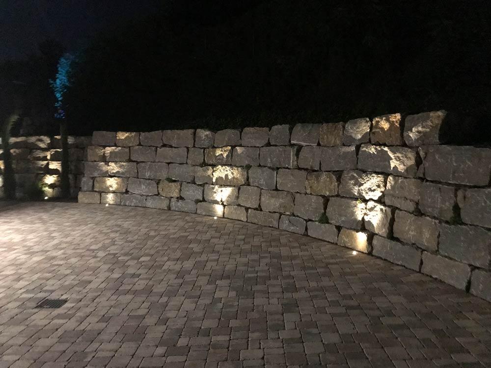 Bodenstrahler für eine optische Unterstützung der Mauer