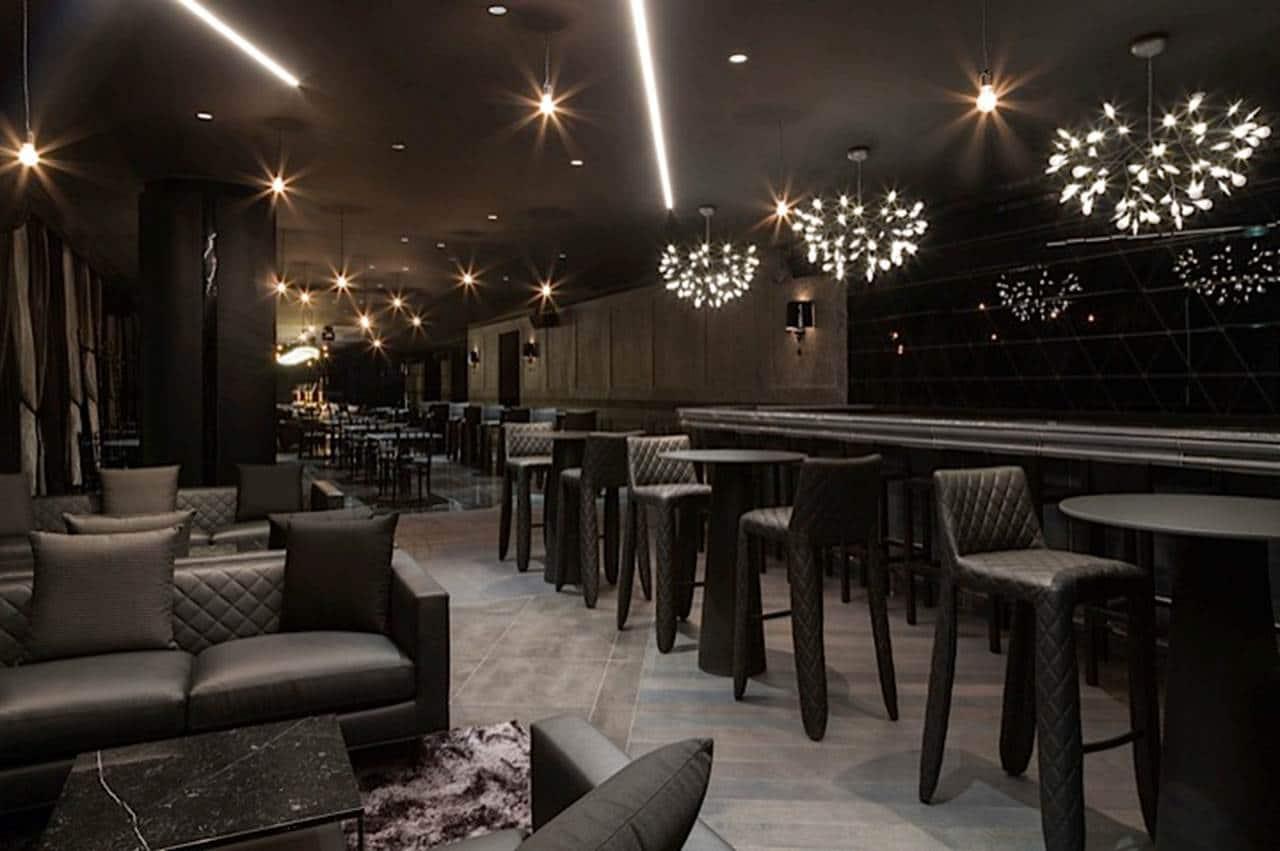 Lichtplanung in Freiburg: Bar mit Deckenbeleuchtung von Lichtraum