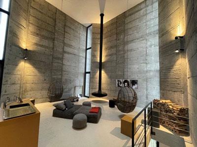 Der Bauhaus Glockenturm mit Designerleuchten aus Freiburg
