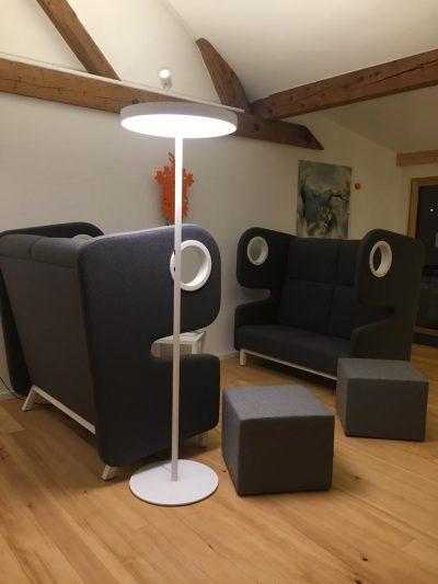Referenzobjekt Stehlampe im Denkraum in Freiburg