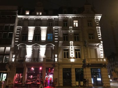 Fassadenbeleuchtung in Freiburg bei Nacht