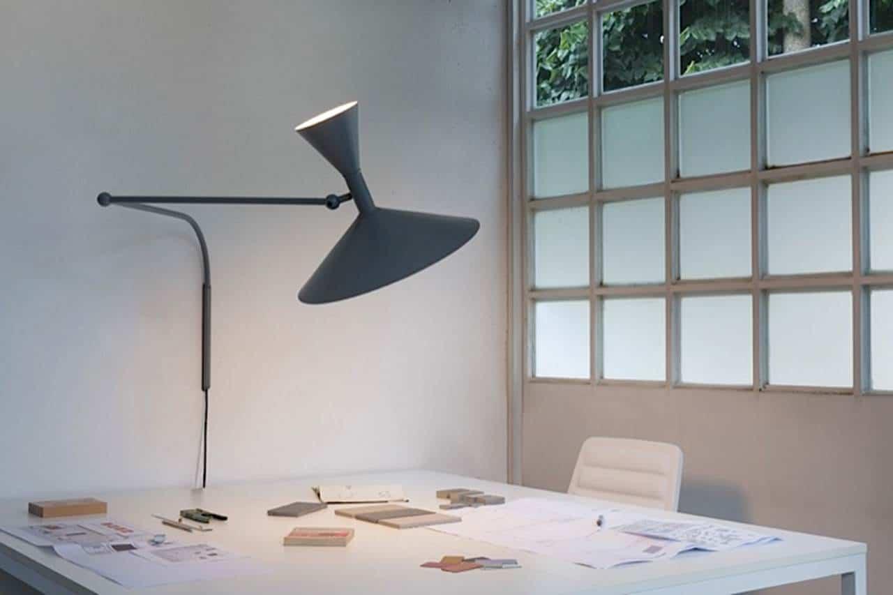 Große Tischleuchtein modernem Design bei Lichtraum
