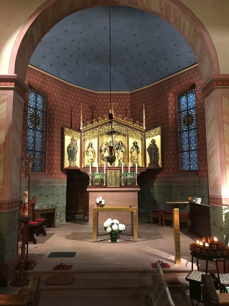 Beleuchtung des Altars – Kirche St. Arbogast - Lichtausstellung Freiburg