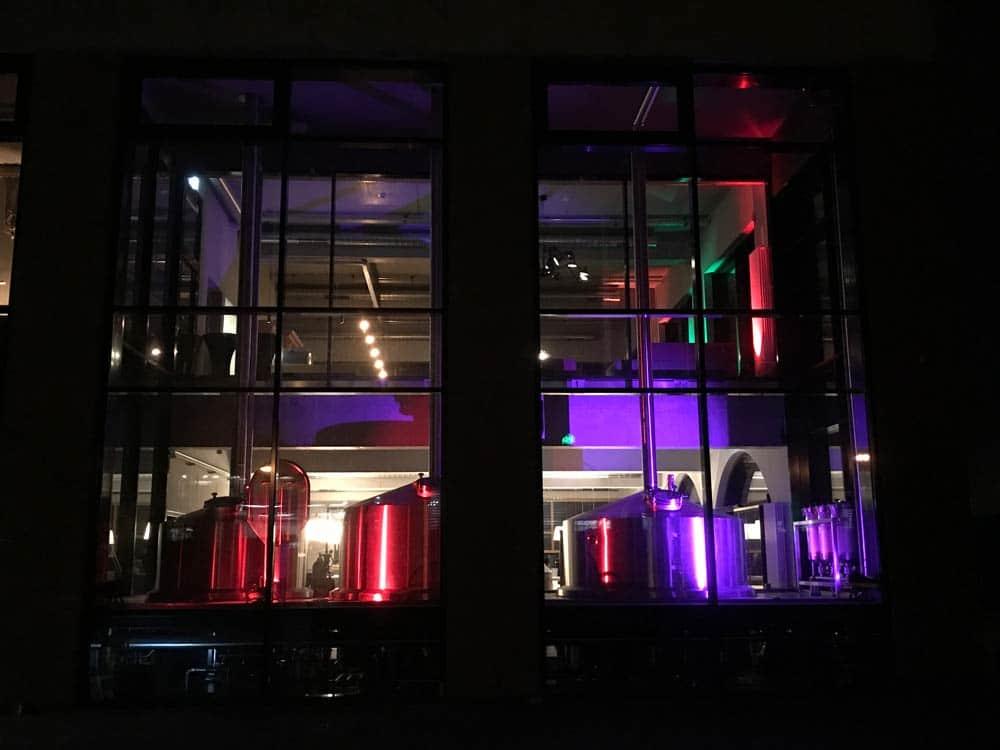 Braukessel in moderndem Licht - Lichtausstellung Freiburg