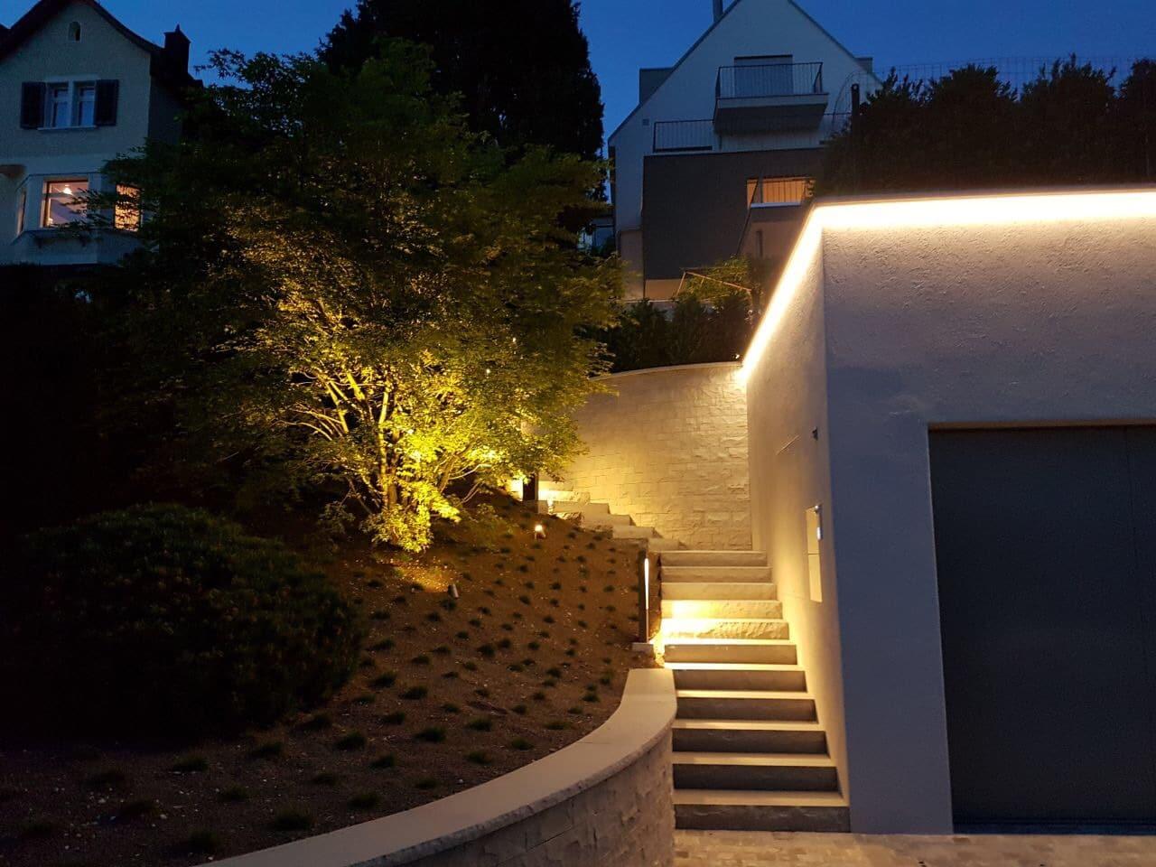 Lichtraum Freiburg: Durch Außenbeleuchtung die Treppe als Highlight setzen