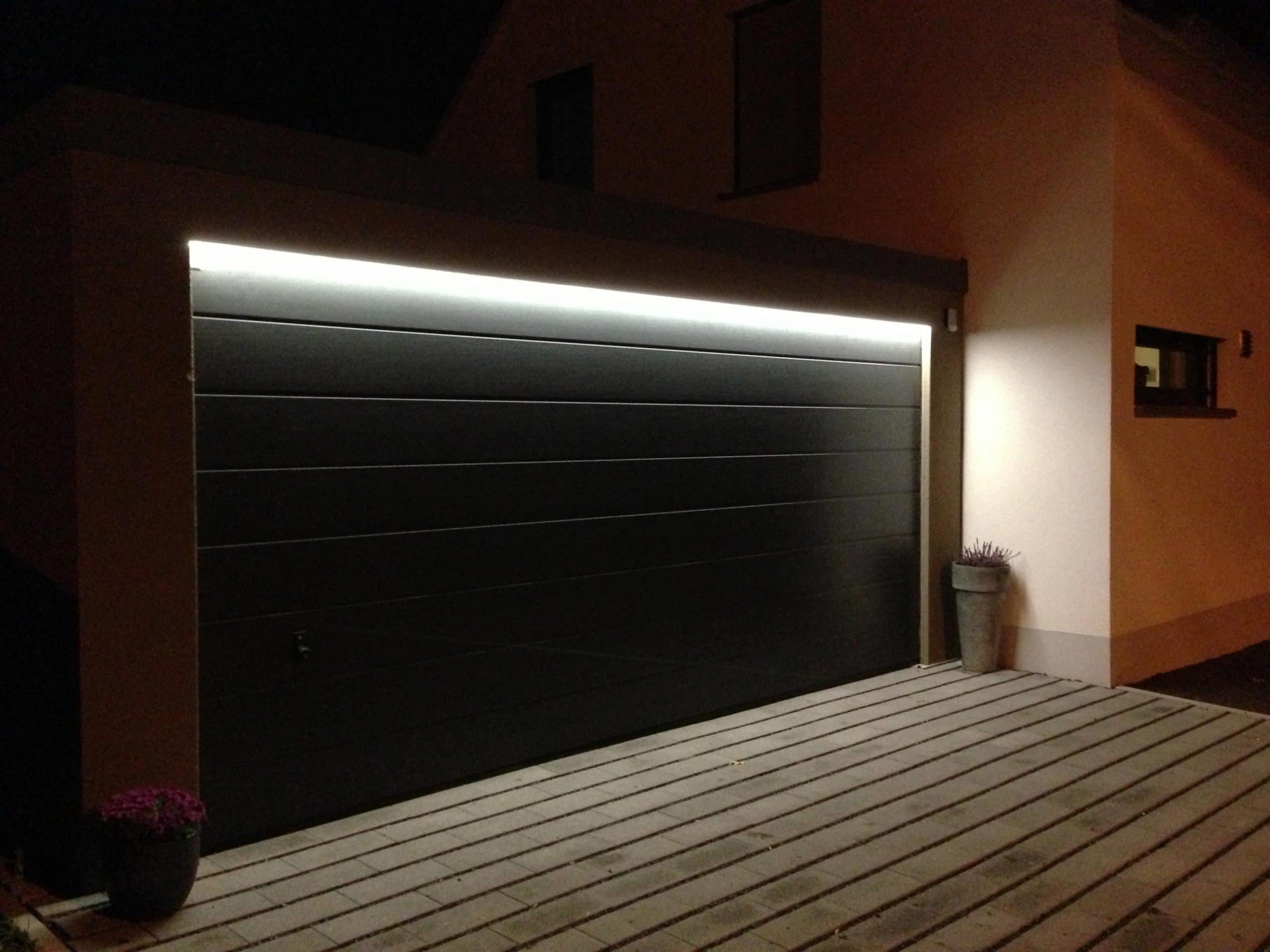 Garagentorbeleuchtung, elegant und unaufdringlich