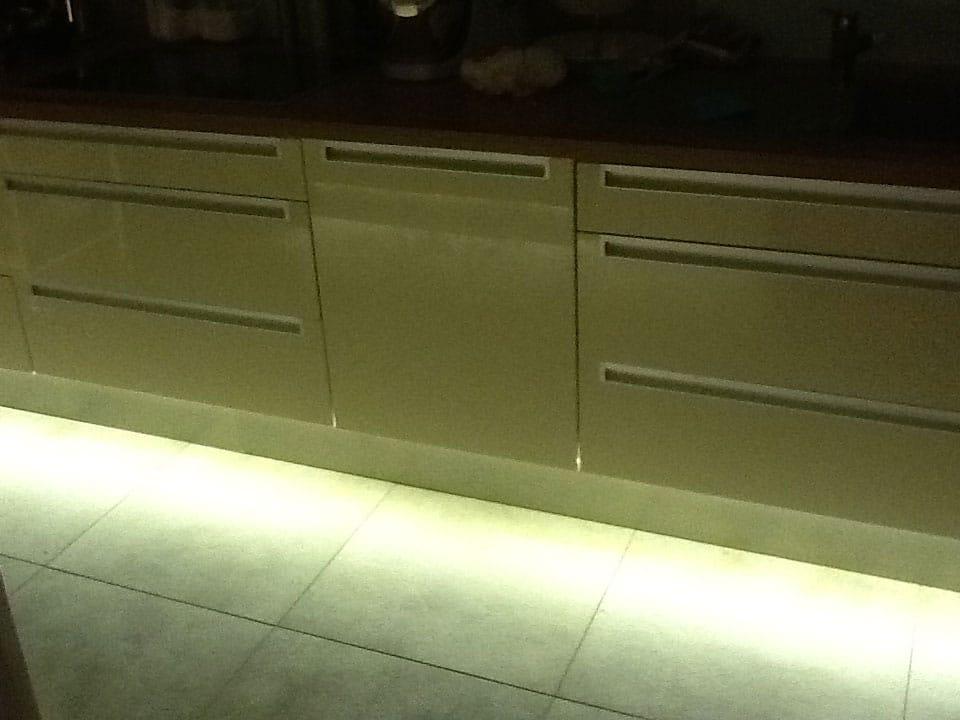 Dezente Lichtleiste in der Küche