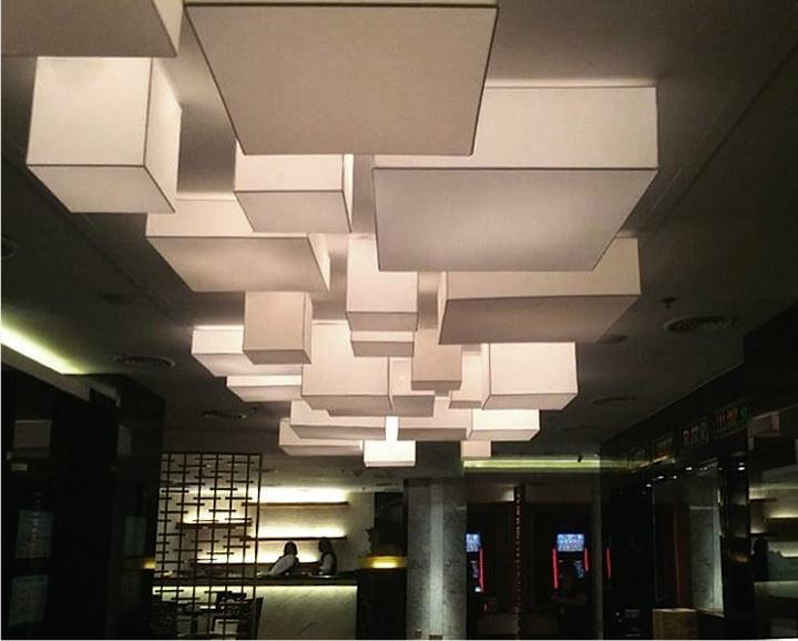 Moderne Quader als Deckenbeleuchtung in Freiburg