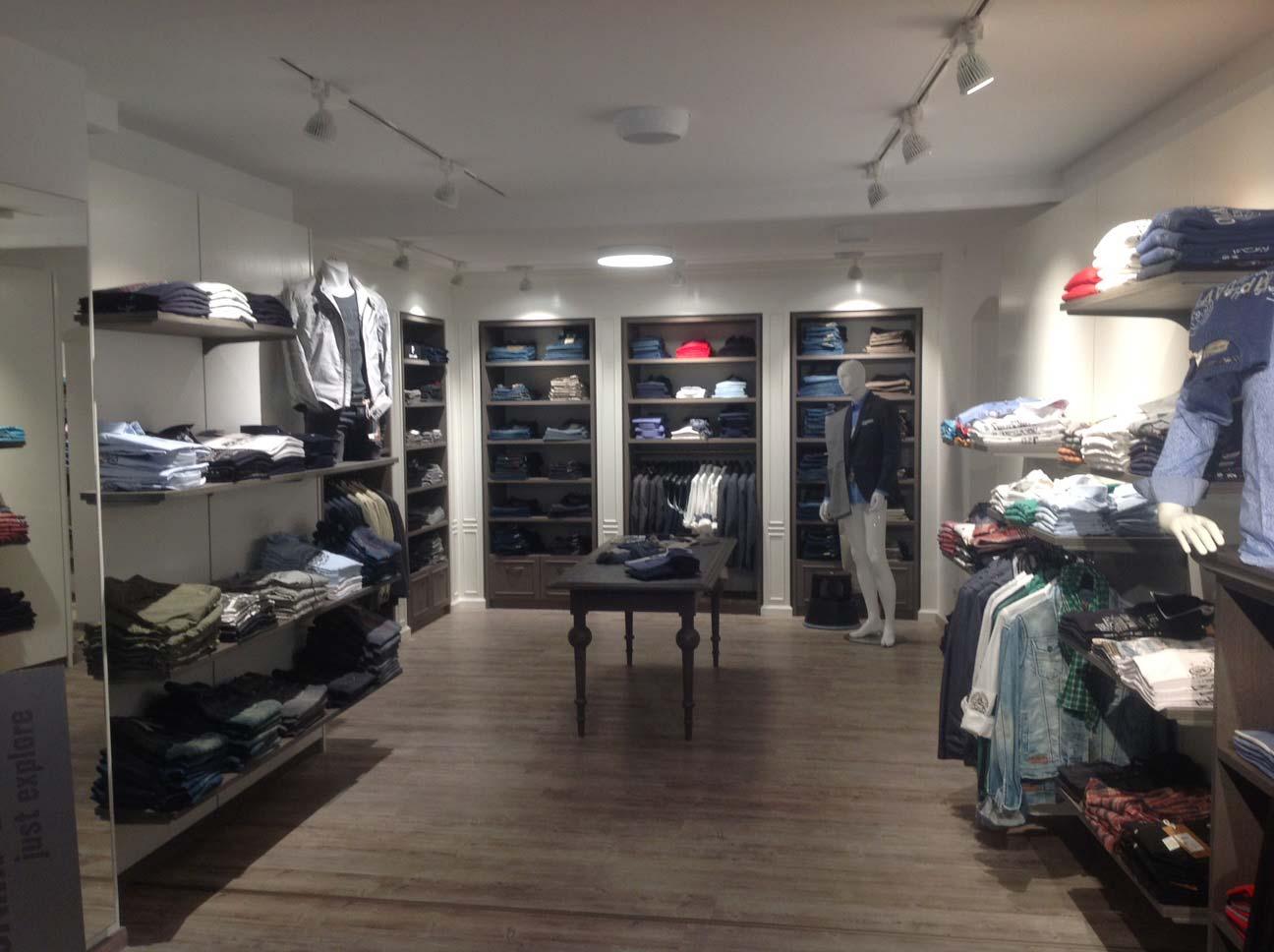 Shop und Konzepte - hell erleuchtet