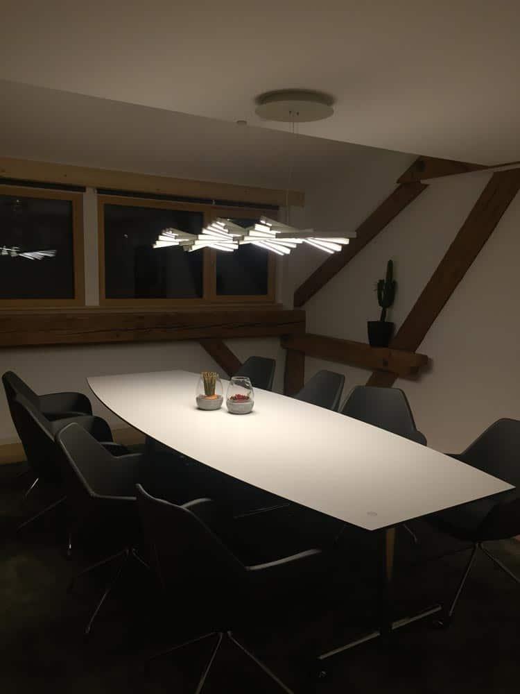 Hängelampe für ein harmonisches Licht am Tisch - Lichtplanung Freiburg