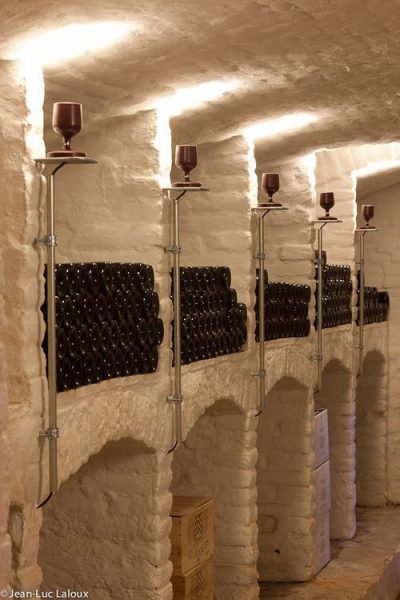 Wandleuchte im Weinkeller