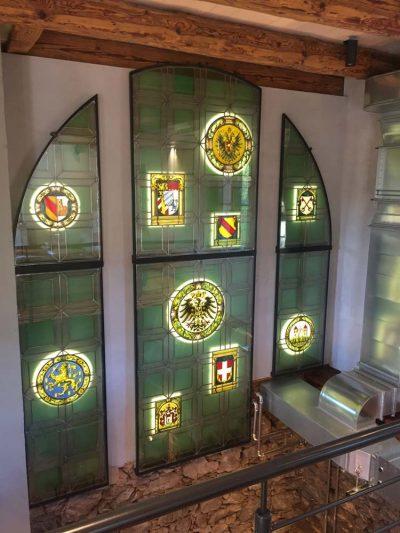 Hintergrundbeleuchtung für eine Veredelung der Wappen